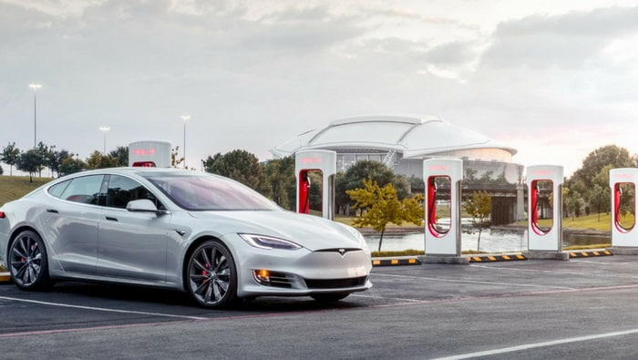 Tesla opens Manhattan showroom that includes solar and
